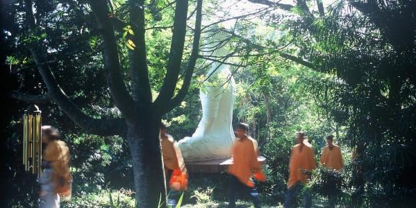sangha circumabulating buddha