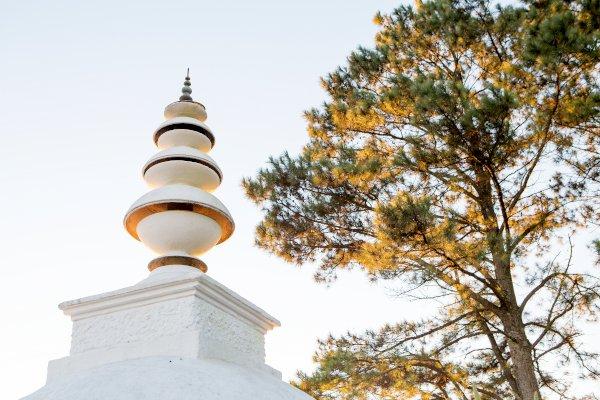 stupa spire l de venter